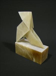 Pajarita de papel en piedra.
